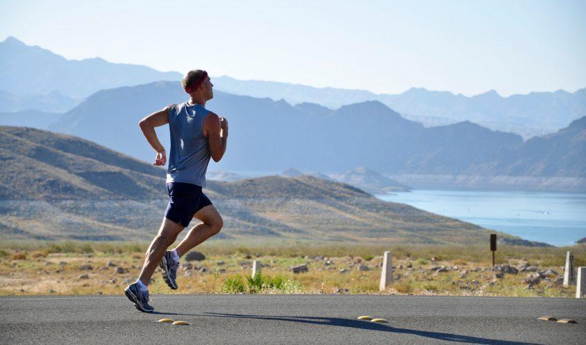 Zorg voor jezelf op reis door te sporten